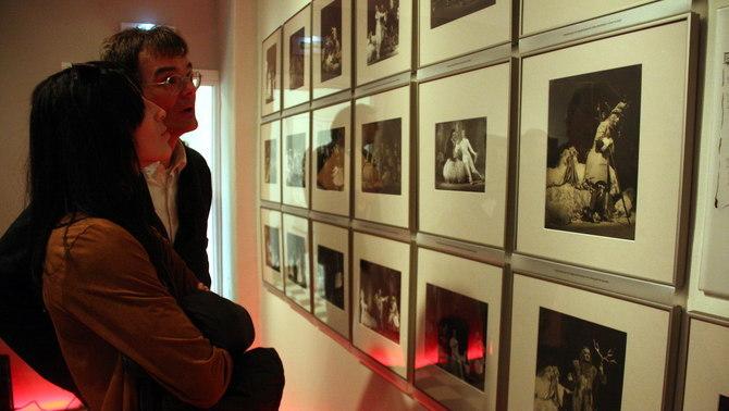 Imatge d'alguns visitants a l'exposició temporal de Púbol 'Dalí, Shakespeare, Visconti', aquest 11 de març de 2016. (Horitzontal)